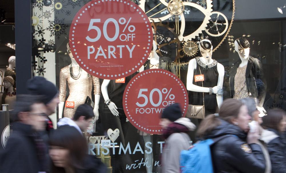Что выгоднее всего покупать в период рождественских распродаж